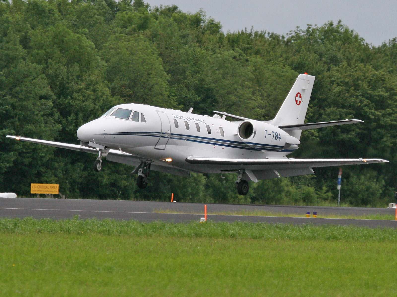 Cessna 560 XL Citation Excel T-784.jpg